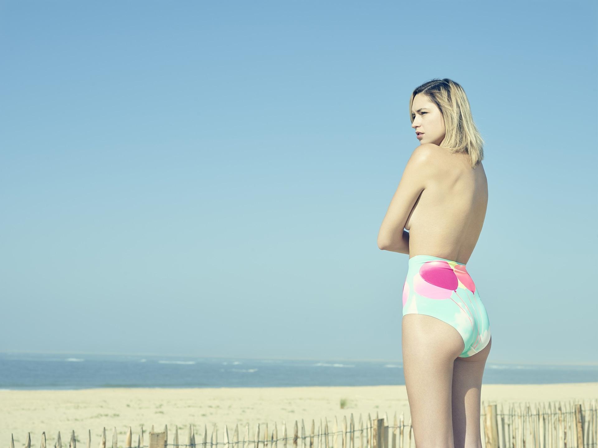 beach desert blue sky swimwear frederic mercier photographer edito lifestyle us american dream fashion one color