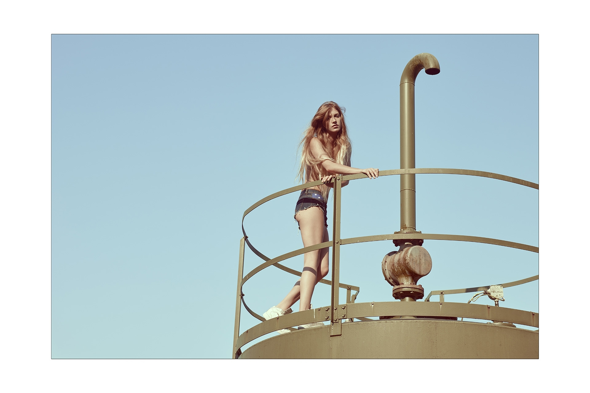 desert petrol drill oil well frederic mercier photographer edito lifestyle us american dream fashion one color