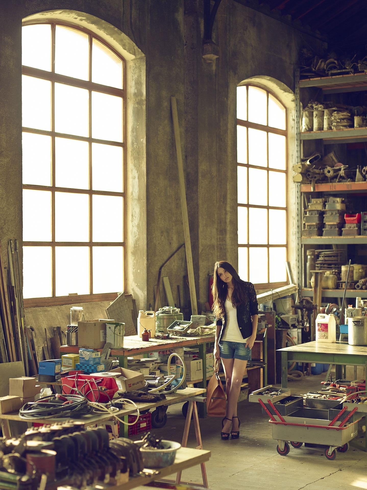 old train garage frederic mercier photographer edito lifestyle us american dream jean fashion one color