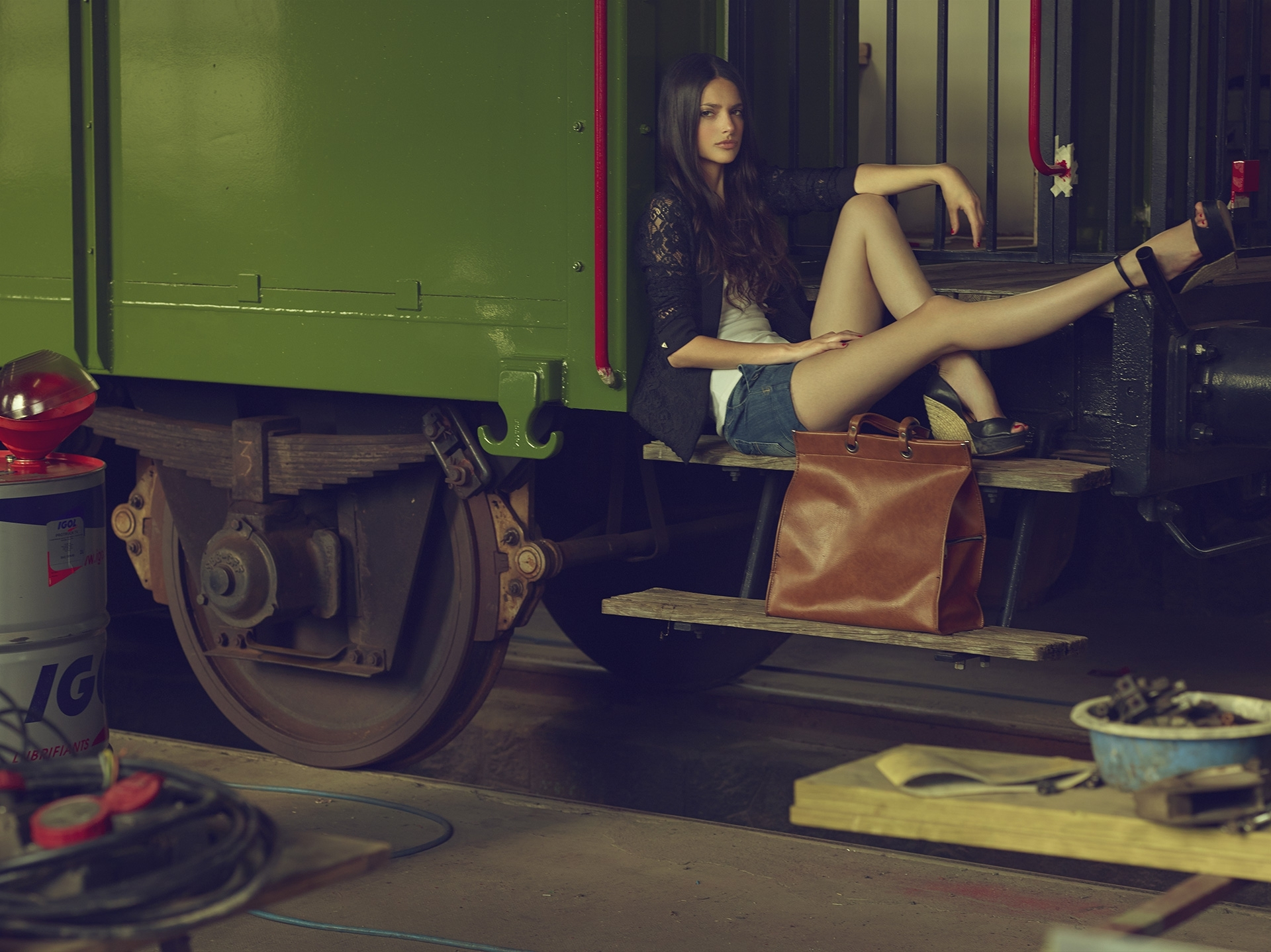 old train garage frederic mercier photographer edito lifestyle us american dream jean fashion one color